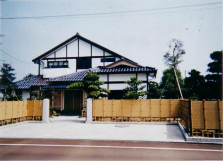 大黒柱と囲炉裏のある家