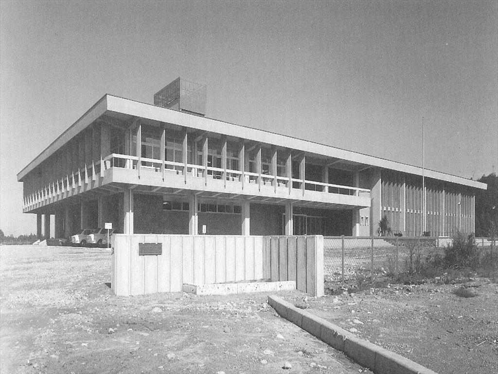 富山県立図書館